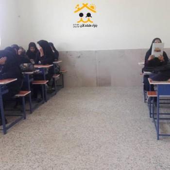 تهیه نیمکت برای مدارس استان کرمان