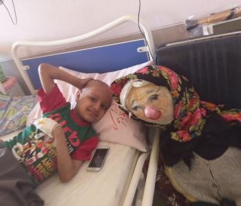 خاله قصه گوی همدل در بین کودکان زلزله زده