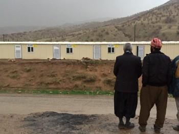 تحویل کانکسها به مردم روستای حسن سلیمان